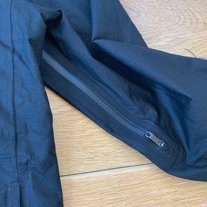 lululemon athletica Jackets & Coats - Lululemon Outpour Shell Jacket